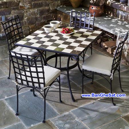 bàn ghế sắt sân vườn