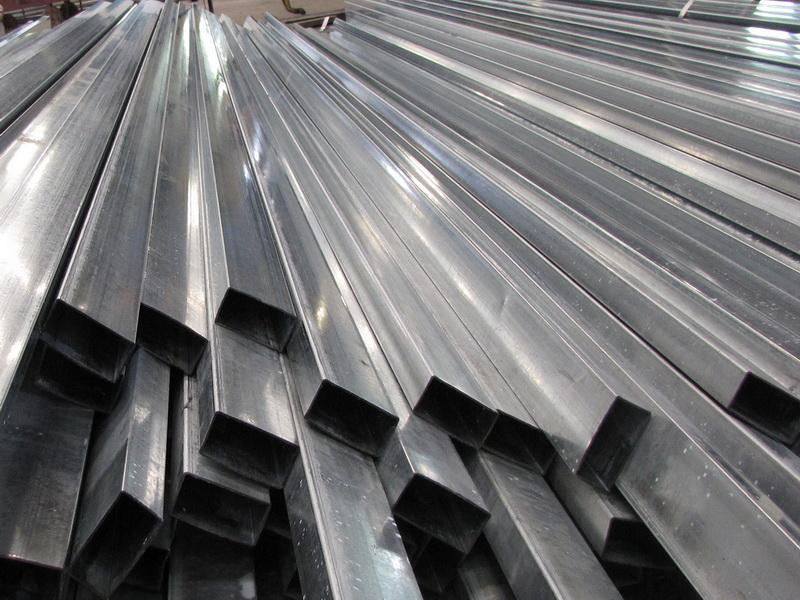 bàn ghế sắt sử dụng ống sắt xi mạ kẽm
