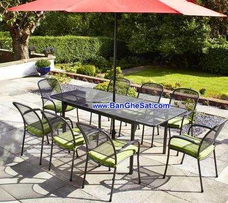 Những bộ bàn ghế sắt không thể thiếu trong sân vườn nhà bạn