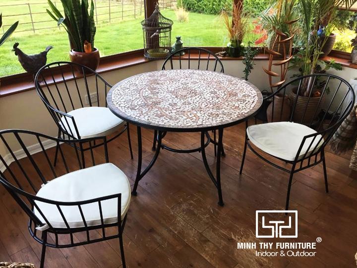 Những mẫu bàn ghế sắt nghệ thuật trang trí cho cafe sân vườn