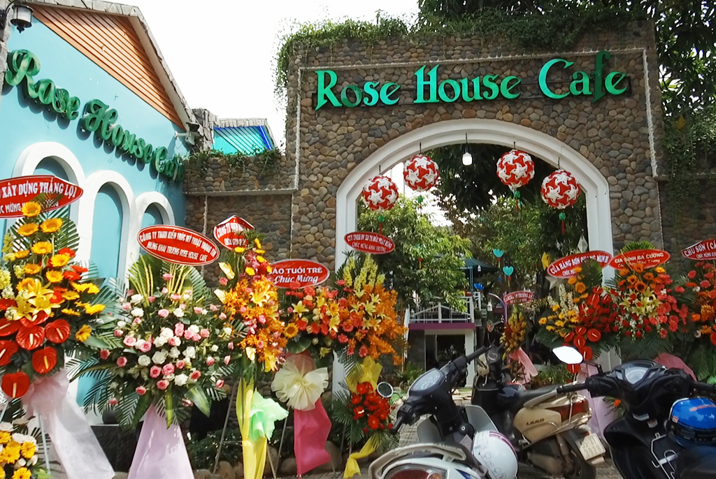 """Rose House Café – địa điểm mới nổi hút """"team sống ảo"""" Bình Dương"""